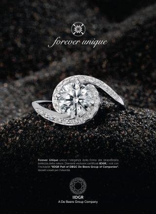 """Forever Unique eleganza e straordinaria bellezza dei Diamanti esclusivi certificati IIDGR, i soli con l'incisione """"IIDGR Part of DBGC De Beers Group of Companies"""". Gioielli creati per l'eternità."""