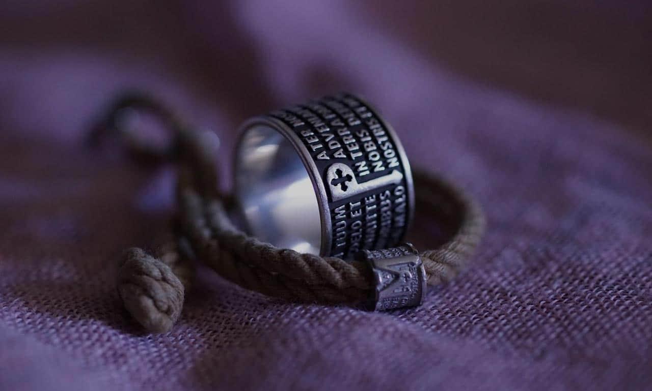 outlet in vendita vendita scontata acquista per ufficiale gioielli-azienda-tuum-in-latino-significa-tuo   Tracce D'oro ...